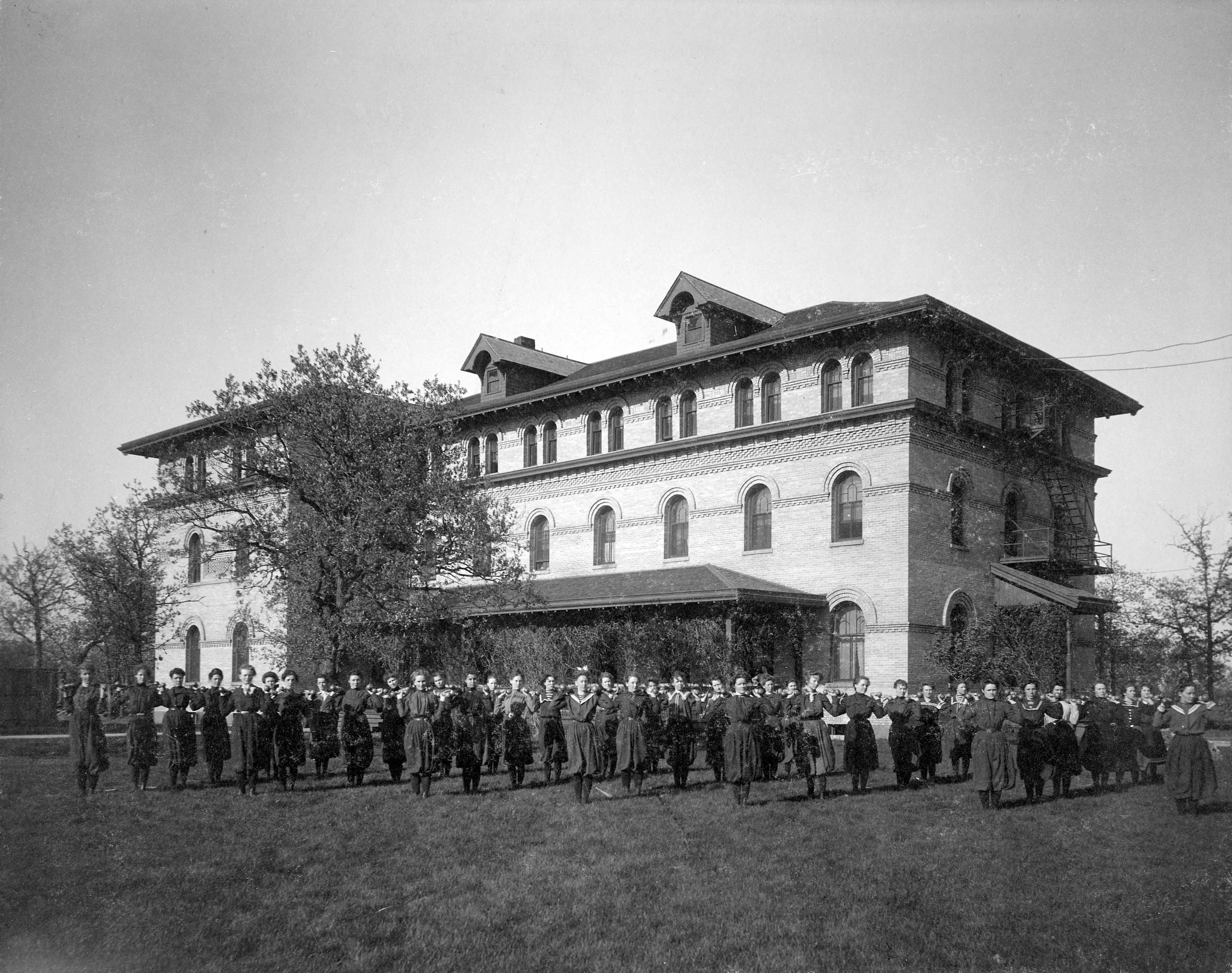 Lawrence Hall (1900)